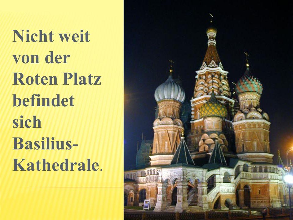 Nicht weit von der Roten Platz befindet sich Basilius-Kathedrale.