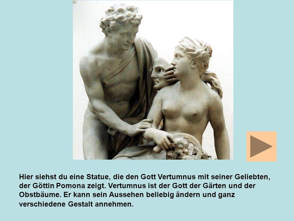 Hier siehst du eine Statue, die den Gott Vertumnus mit seiner Geliebten, der Göttin Pomona zeigt.