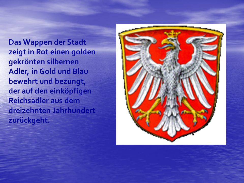 Das Wappen der Stadt zeigt in Rot einen golden gekrönten silbernen Adler, in Gold und Blau bewehrt und bezungt, der auf den einköpfigen Reichsadler aus dem dreizehnten Jahrhundert zurückgeht.