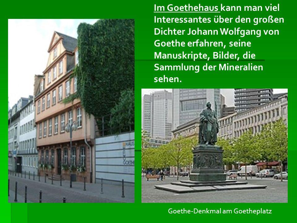 Im Goethehaus kann man viel Interessantes über den großen Dichter Johann Wolfgang von Goethe erfahren, seine Manuskripte, Bilder, die Sammlung der Mineralien sehen.