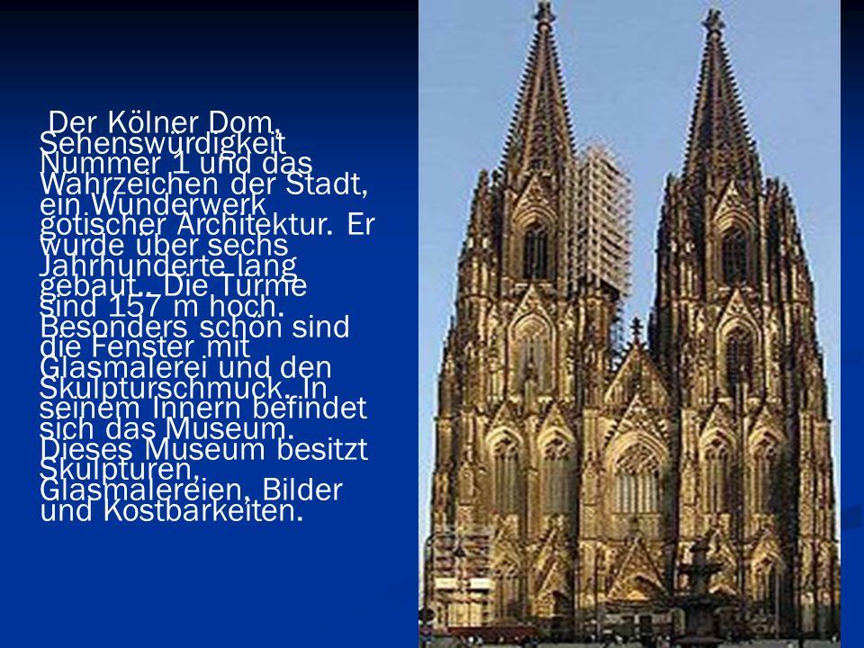 Der Kölner Dom, Sehenswürdigkeit Nummer 1 und das Wahrzeichen der Stadt, ein Wunderwerk gotischer Architektur.