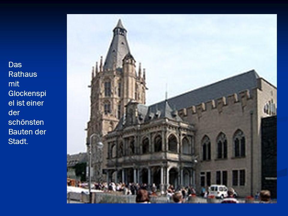 Das Rathaus mit Glockenspiel ist einer der schönsten Bauten der Stadt.