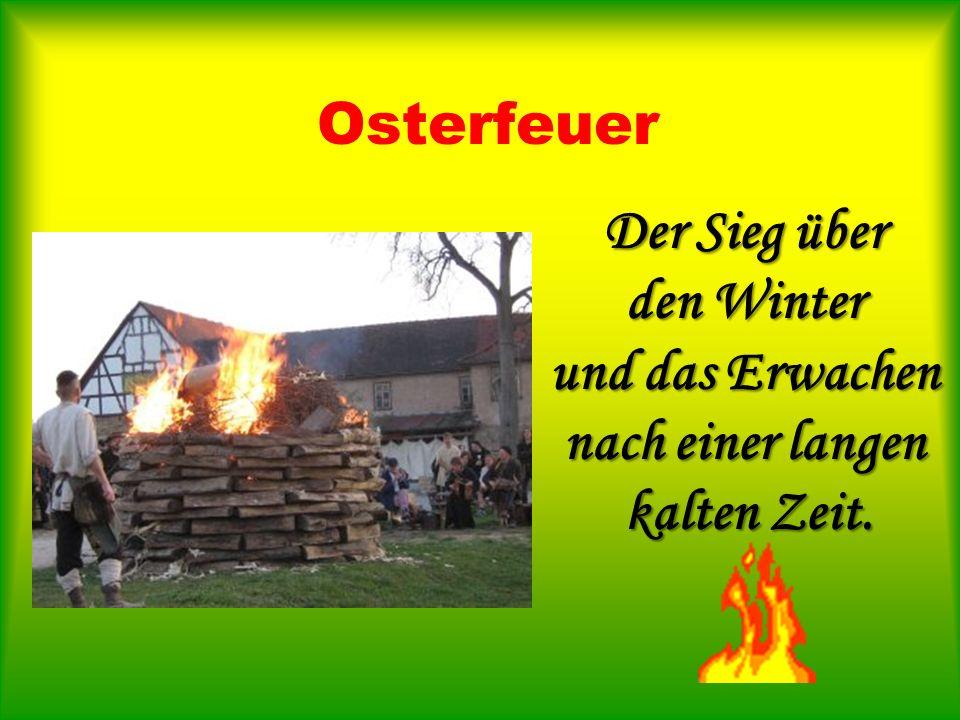 Osterfeuer Der Sieg über den Winter und das Erwachen nach einer langen kalten Zeit.