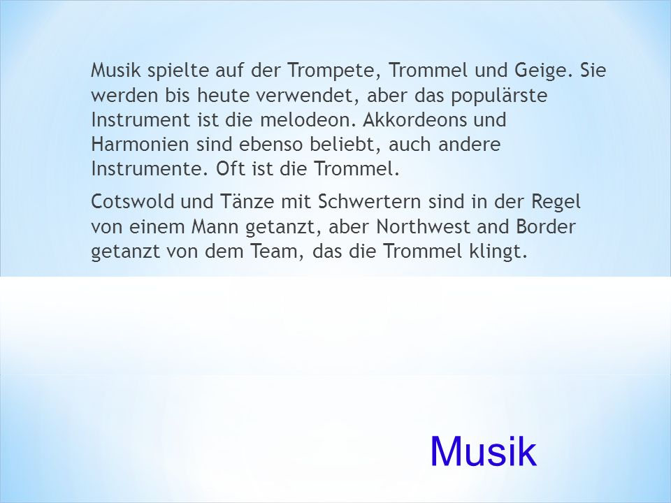 Musik spielte auf der Trompete, Trommel und Geige