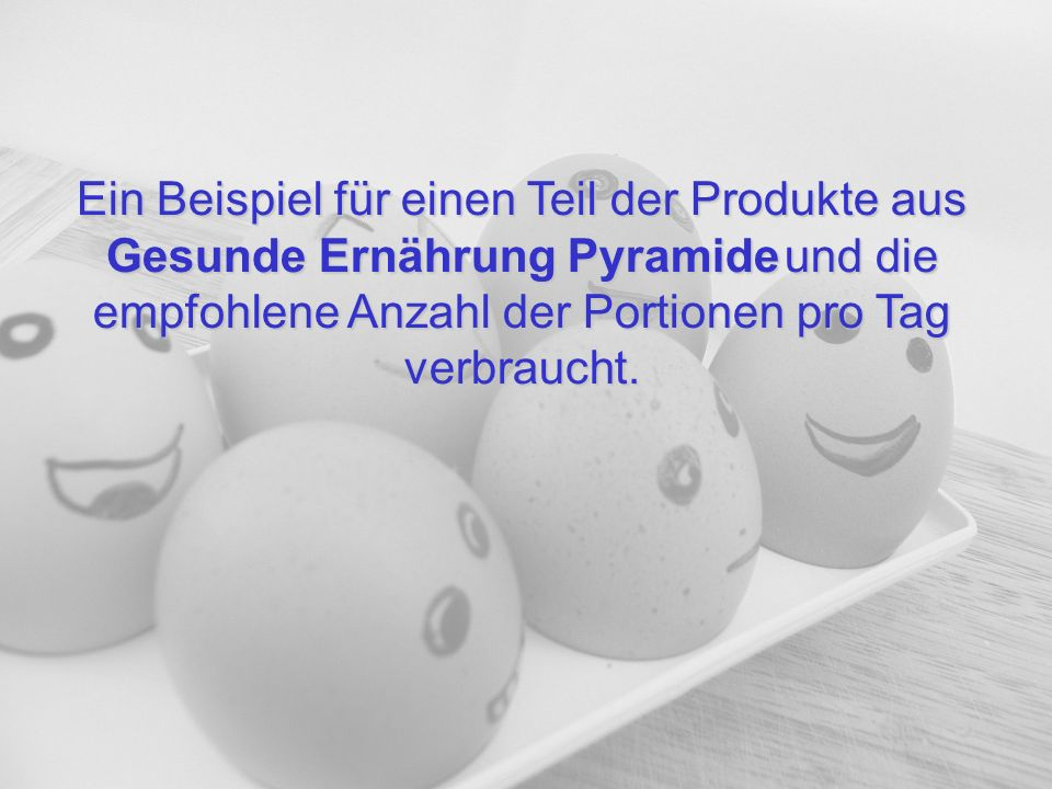 Ein Beispiel für einen Teil der Produkte aus Gesunde Ernährung Pyramide und die empfohlene Anzahl der Portionen pro Tag verbraucht.