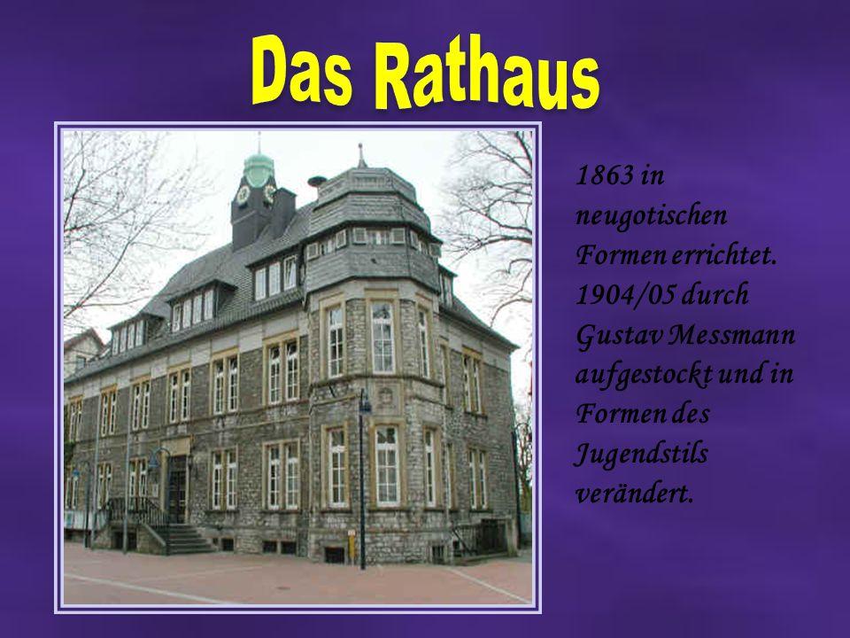 Das Rathaus 1863 in neugotischen Formen errichtet.