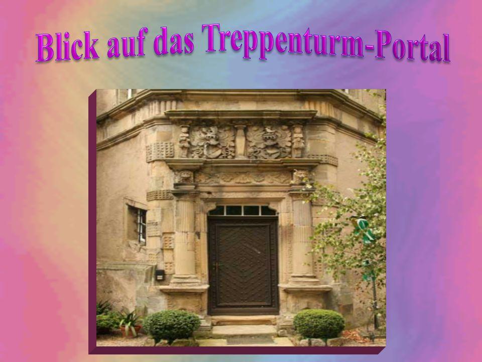 Blick auf das Treppenturm-Portal