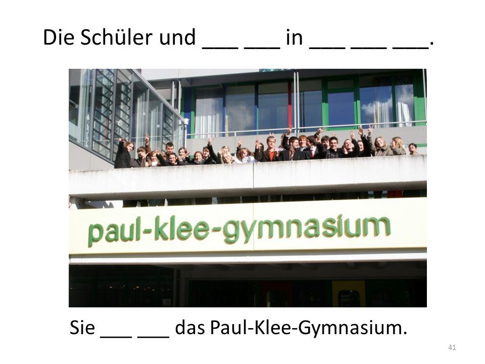 Die Schüler und ___ ___ in ___ ___ ___.