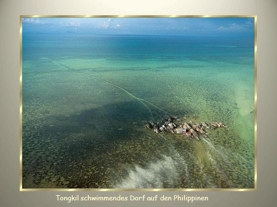 Tongkil schwimmendes Dorf auf den Philippinen