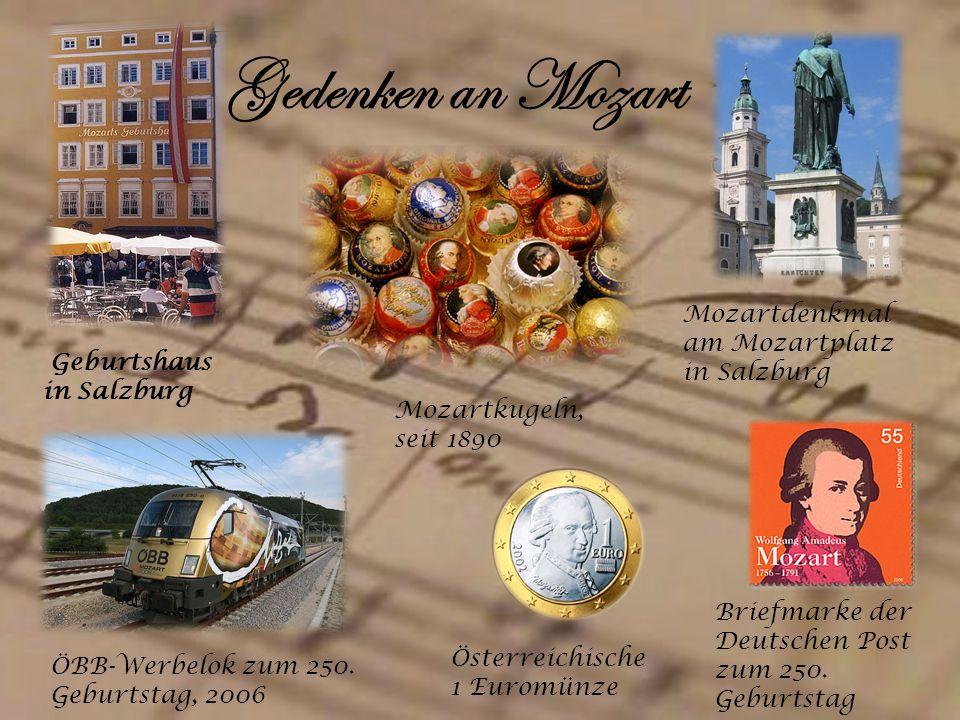 Gedenken an Mozart Mozartdenkmal am Mozartplatz in Salzburg