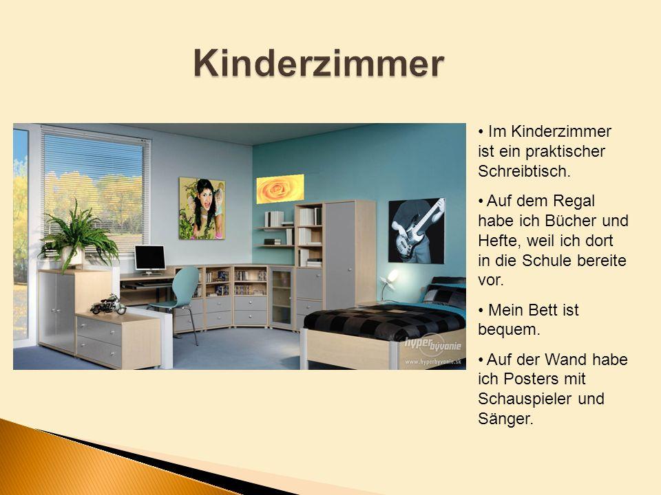 Kinderzimmer Im Kinderzimmer ist ein praktischer Schreibtisch.