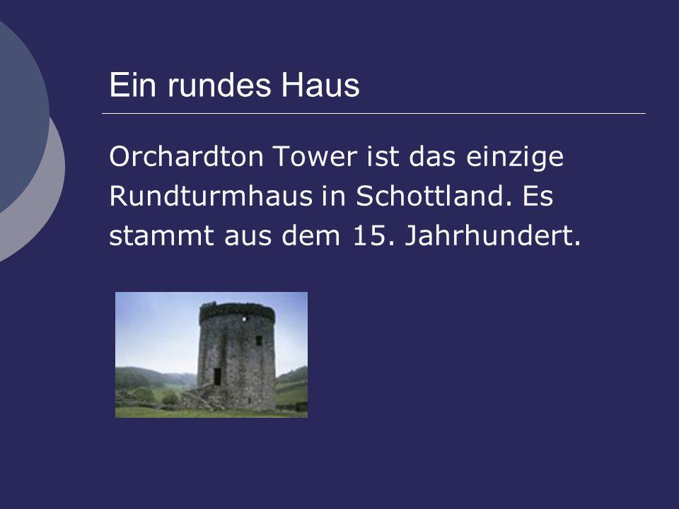 Ein rundes Haus Orchardton Tower ist das einzige