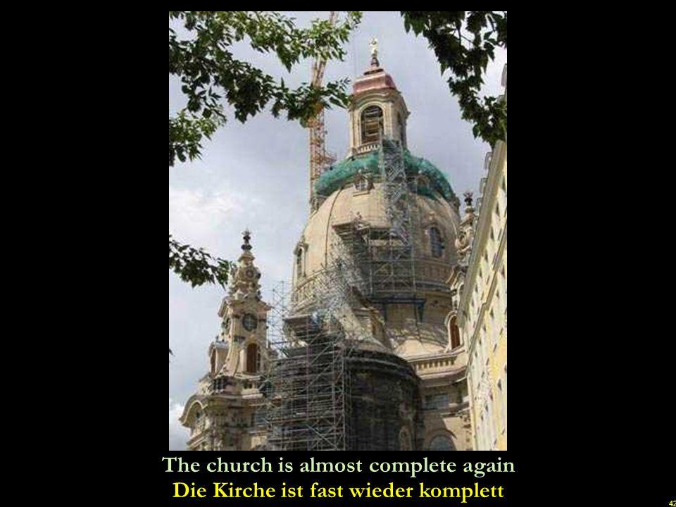 Die Kirche ist fast wieder komplett
