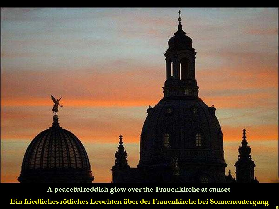 A peaceful reddish glow over the Frauenkirche at sunset