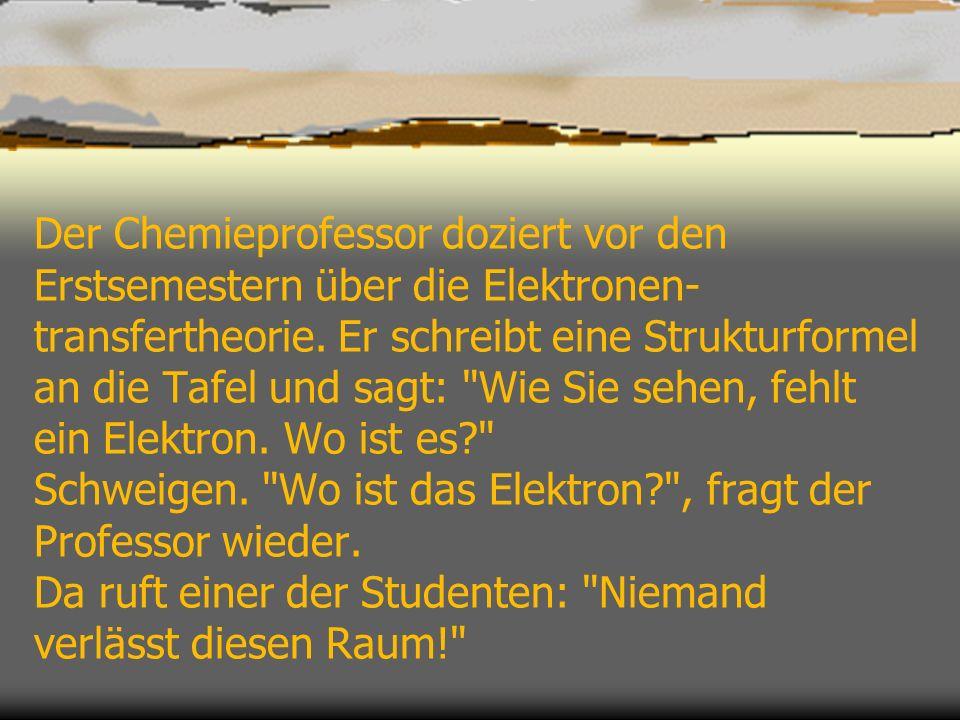 Der Chemieprofessor doziert vor den Erstsemestern über die Elektronen-transfertheorie.