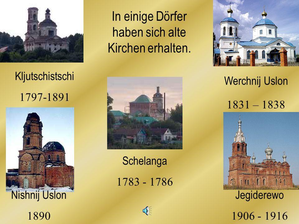 In einige Dörfer haben sich alte Kirchen erhalten.