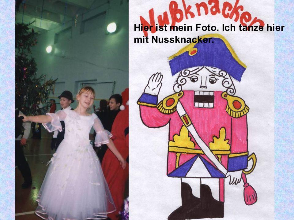 Hier ist mein Foto. Ich tanze hier mit Nussknacker.