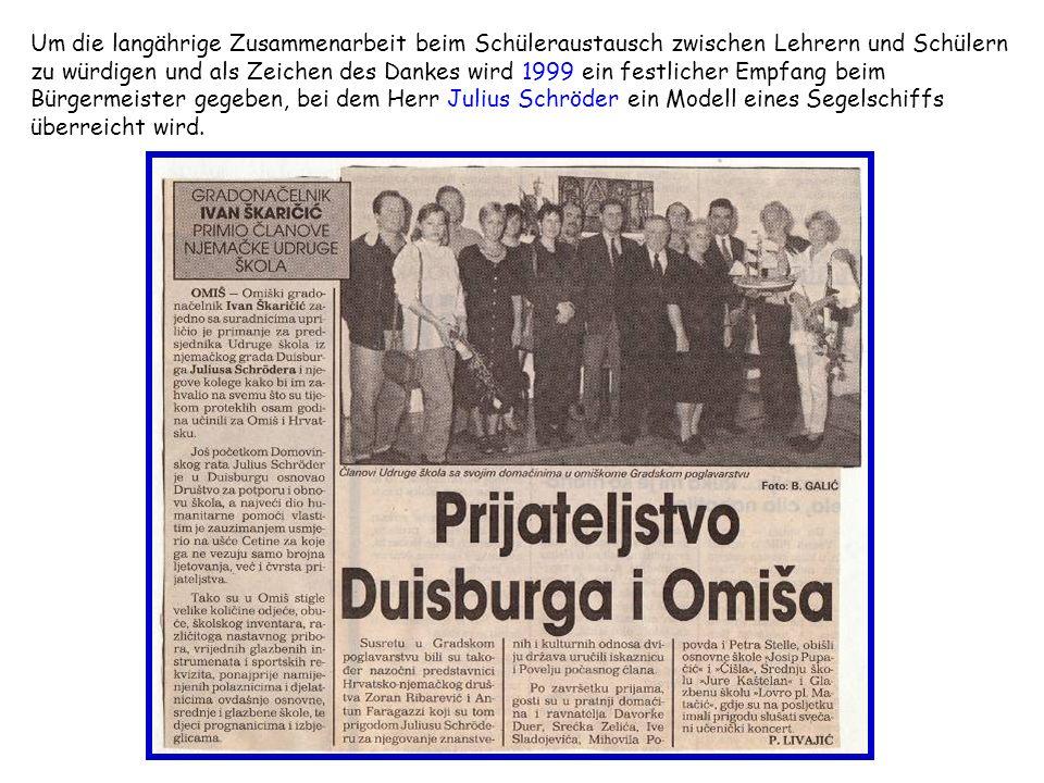 Um die langährige Zusammenarbeit beim Schüleraustausch zwischen Lehrern und Schülern zu würdigen und als Zeichen des Dankes wird 1999 ein festlicher Empfang beim Bürgermeister gegeben, bei dem Herr Julius Schröder ein Modell eines Segelschiffs überreicht wird.