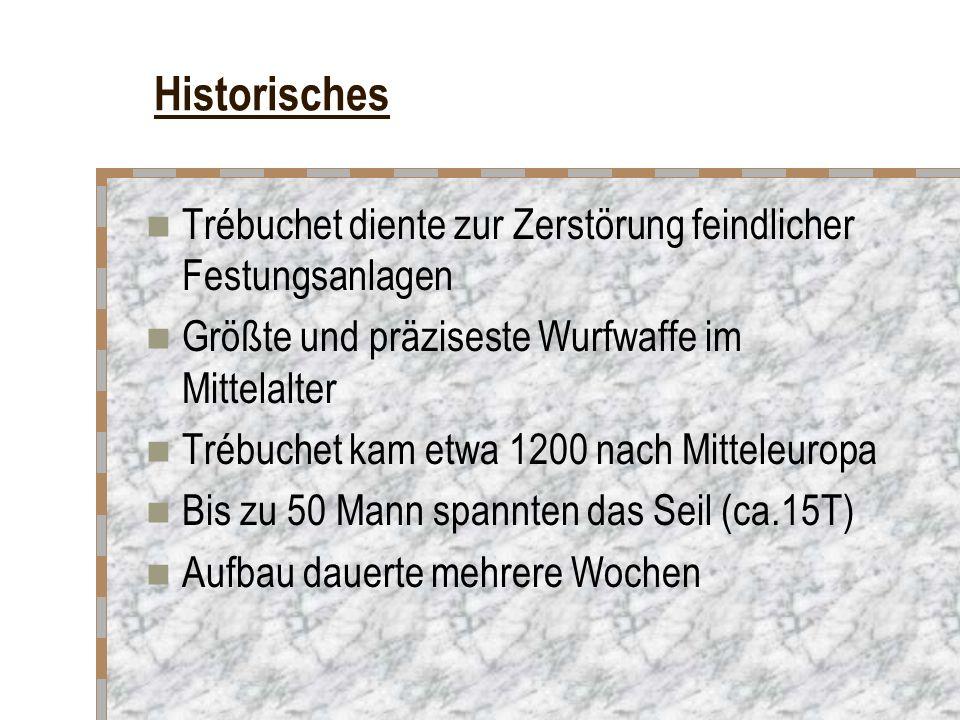 Historisches Trébuchet diente zur Zerstörung feindlicher Festungsanlagen. Größte und präziseste Wurfwaffe im Mittelalter.