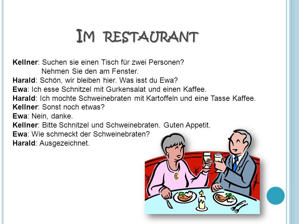 Im restaurant Kellner: Suchen sie einen Tisch für zwei Personen