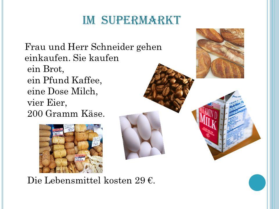 Im Supermarkt Frau und Herr Schneider gehen einkaufen. Sie kaufen