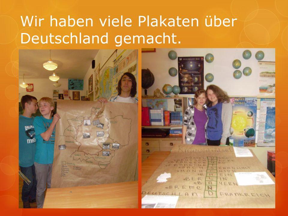 Wir haben viele Plakaten über Deutschland gemacht.