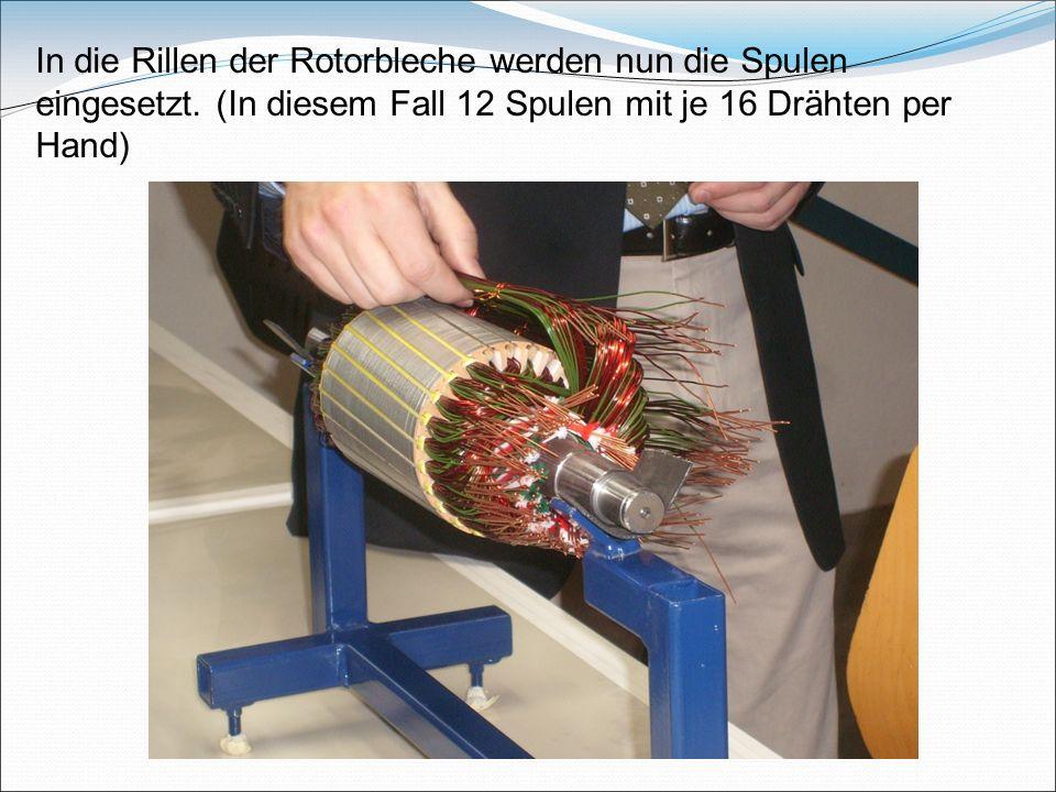 In die Rillen der Rotorbleche werden nun die Spulen eingesetzt