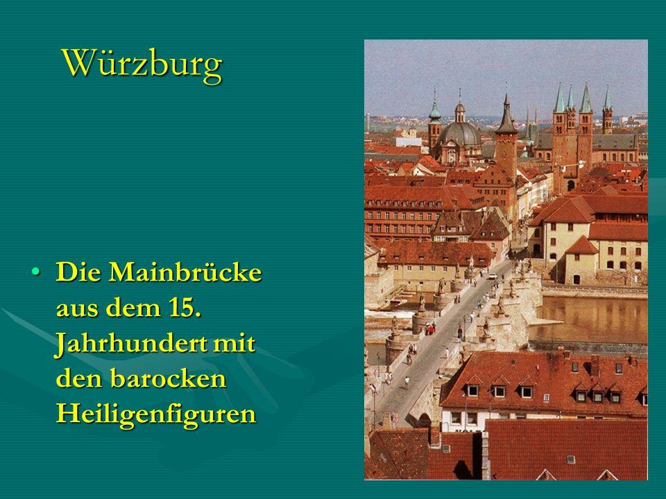 Würzburg Die Mainbrücke aus dem 15. Jahrhundert mit den barocken Heiligenfiguren