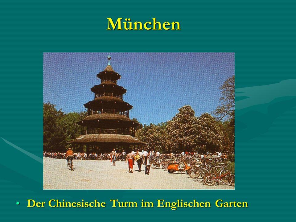 München Der Chinesische Turm im Englischen Garten