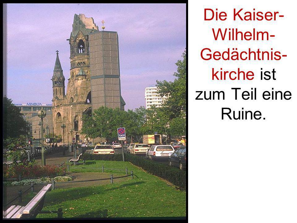 Die Kaiser-Wilhelm- Gedächtnis-kirche ist zum Teil eine Ruine.