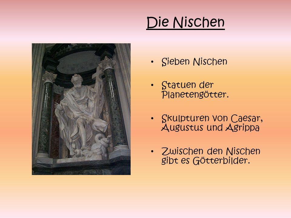 Die Nischen Sieben Nischen Statuen der Planetengötter.