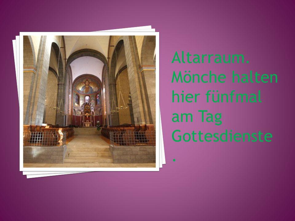 Altarraum. Mönche halten hier fünfmal am Tag Gottesdienste.