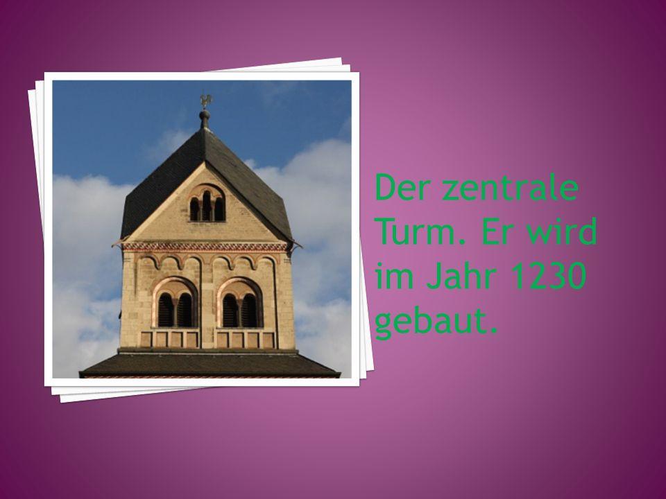 Der zentrale Turm. Er wird im Jahr 1230 gebaut.