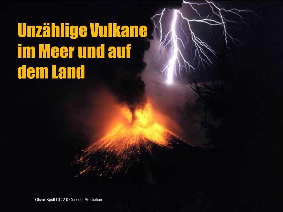 Unzählige Vulkane im Meer und auf dem Land
