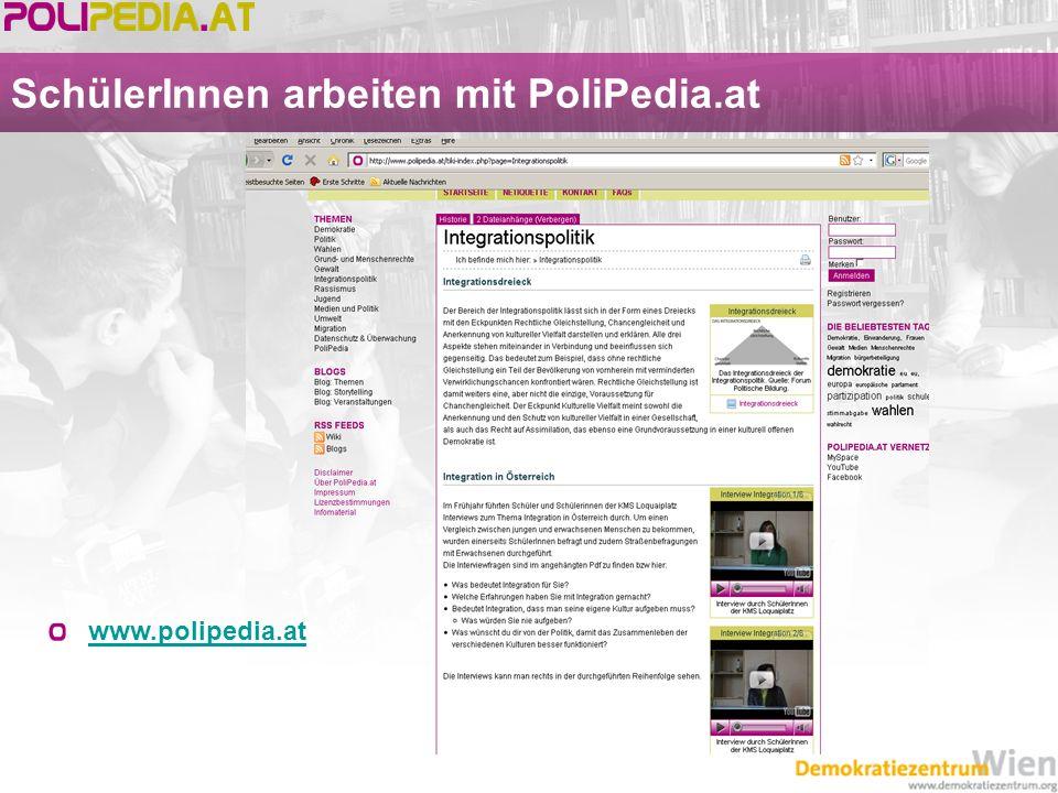 SchülerInnen arbeiten mit PoliPedia.at