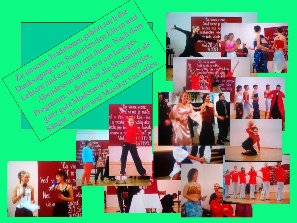 Zu unseren Traditionen gehört auch die Danksagung von Studenten den Eltern und Lehrern und ein Tanz mit ihnen.