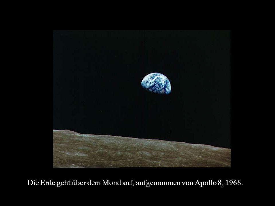 Die Erde geht über dem Mond auf, aufgenommen von Apollo 8, 1968.