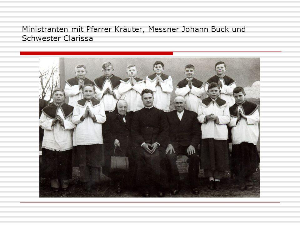 Ministranten mit Pfarrer Kräuter, Messner Johann Buck und Schwester Clarissa