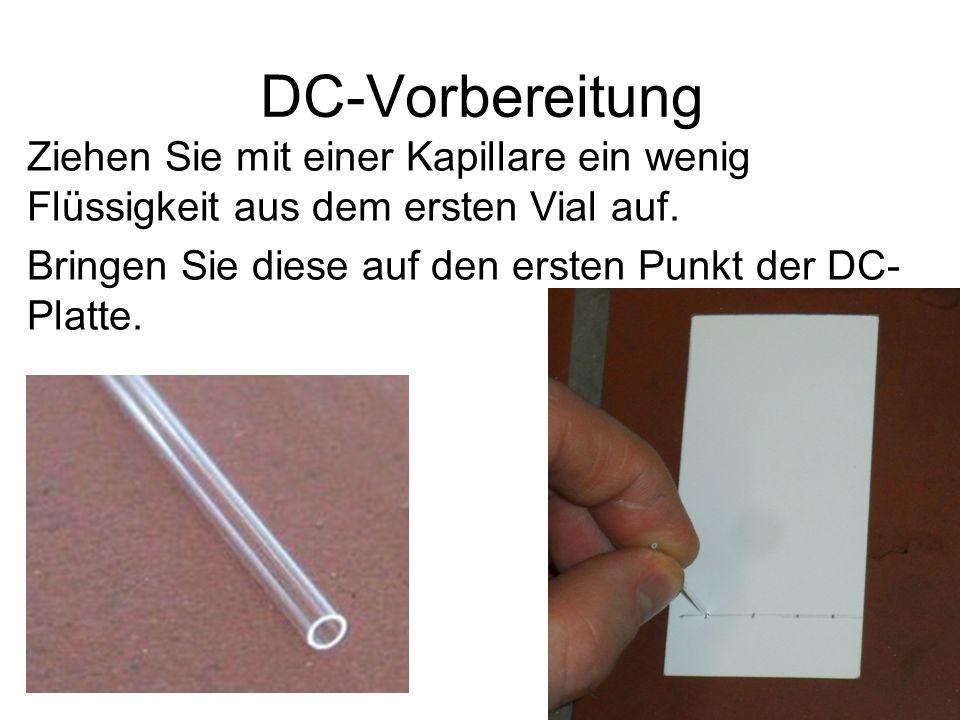 DC-Vorbereitung Ziehen Sie mit einer Kapillare ein wenig Flüssigkeit aus dem ersten Vial auf.