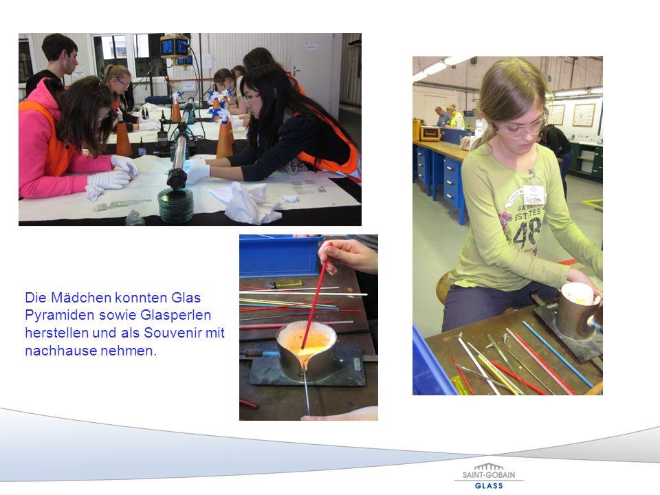 Die Mädchen konnten Glas Pyramiden sowie Glasperlen herstellen und als Souvenir mit nachhause nehmen.