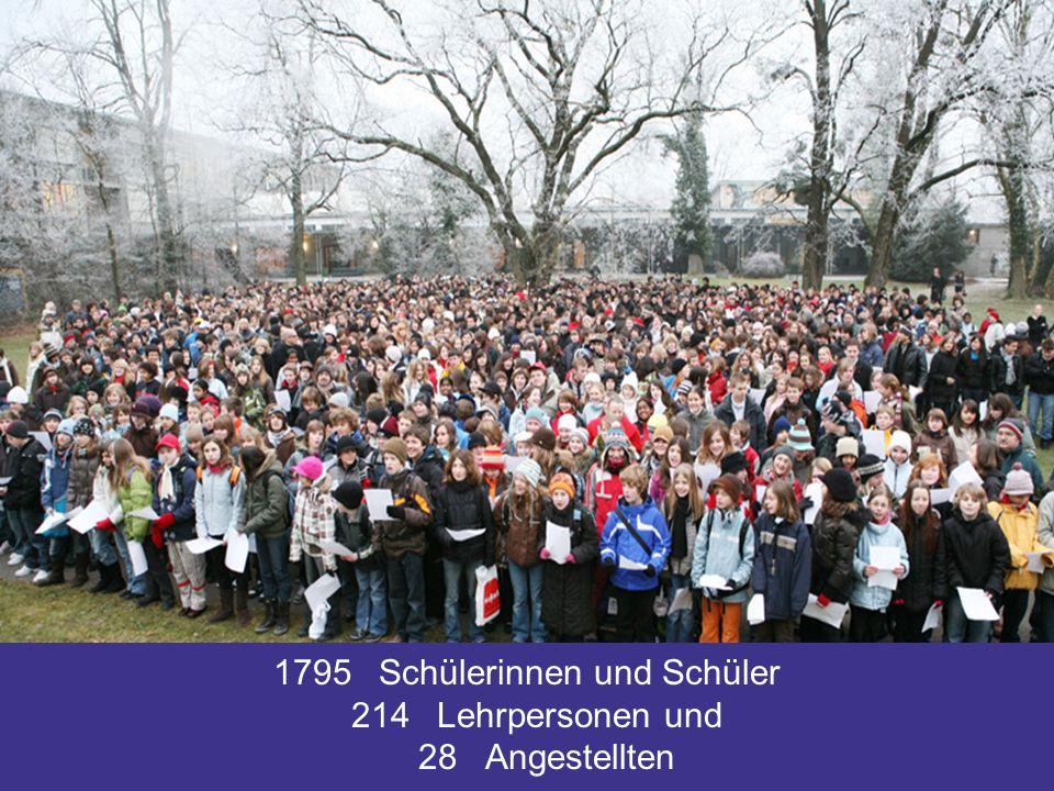 1795 Schülerinnen und Schüler 214 Lehrpersonen und 28 Angestellten