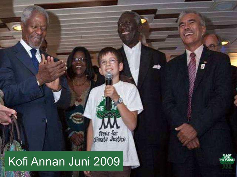 Hier seht ihr Felix zusammen mit Kofi Anan, das ist die Person auf Felix rechter Seite. Kofi Anan ist der ehemalige UN Sekretär, war also der Chef der Vereinten Nationen.