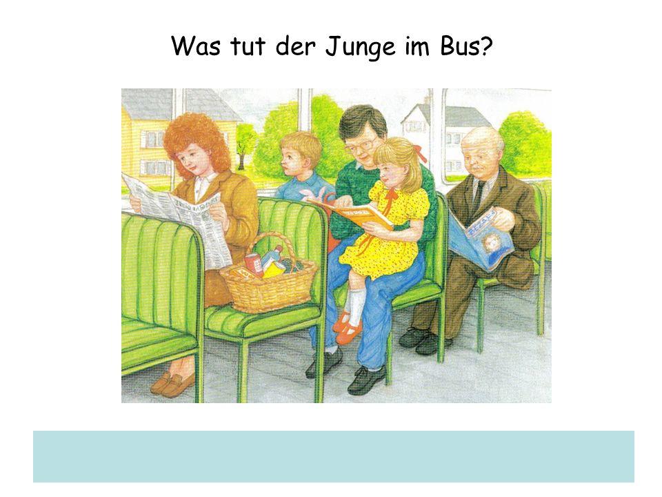 Was tut der Junge im Bus