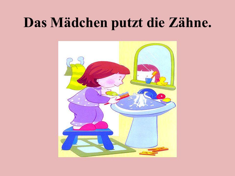 Das Mädchen putzt die Zähne.