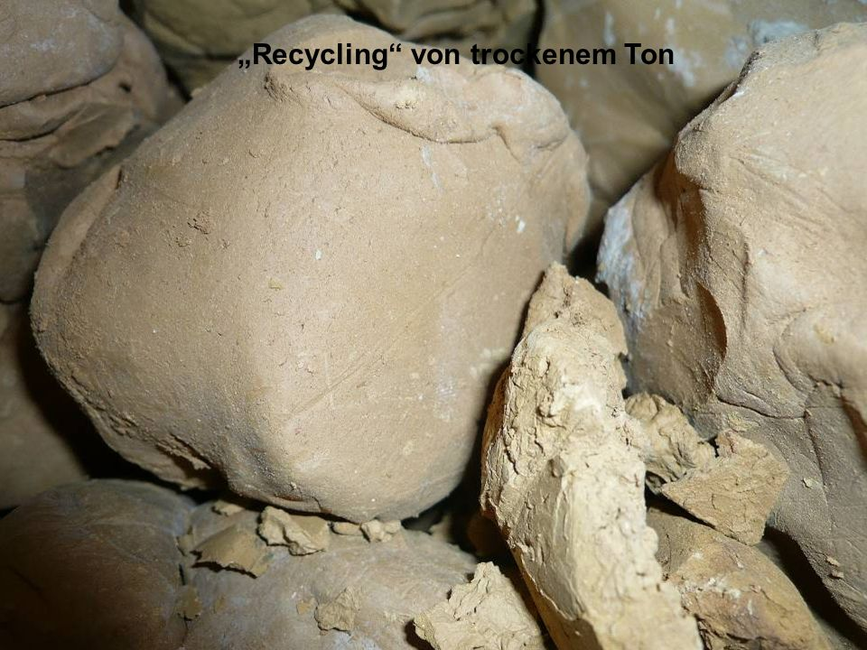 """Recycling von trockenem Ton"