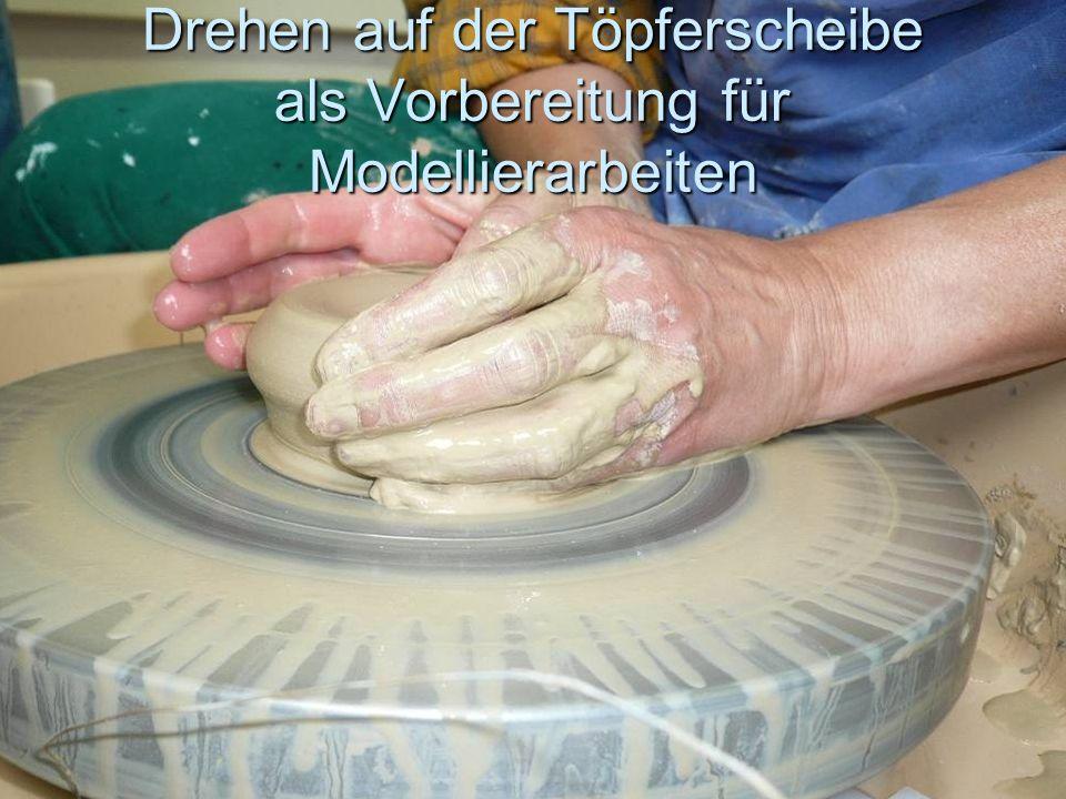 Drehen auf der Töpferscheibe als Vorbereitung für Modellierarbeiten
