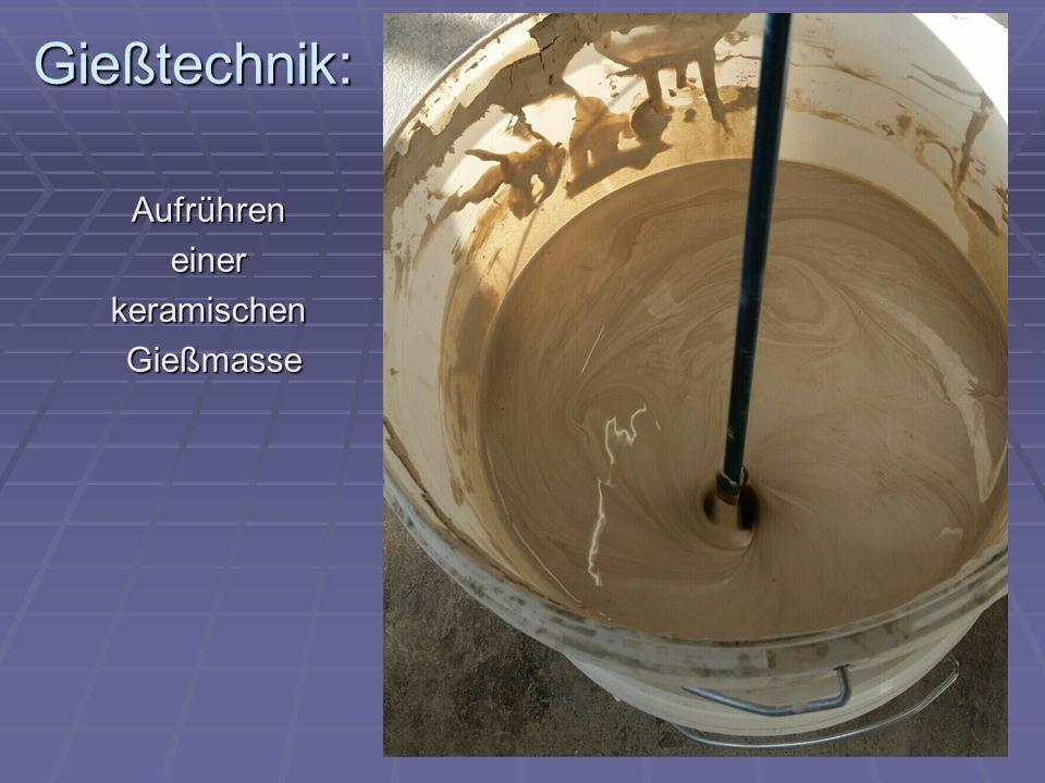 Gießtechnik: Aufrühren einer keramischen Gießmasse