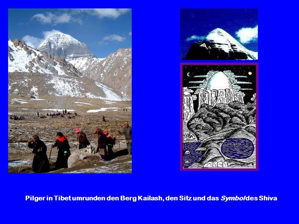Pilger in Tibet umrunden den Berg Kailash, den Sitz und das Symbol des Shiva
