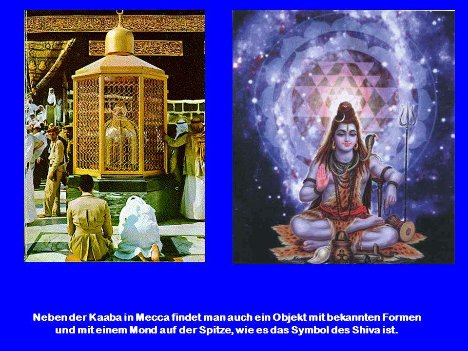 und mit einem Mond auf der Spitze, wie es das Symbol des Shiva ist.