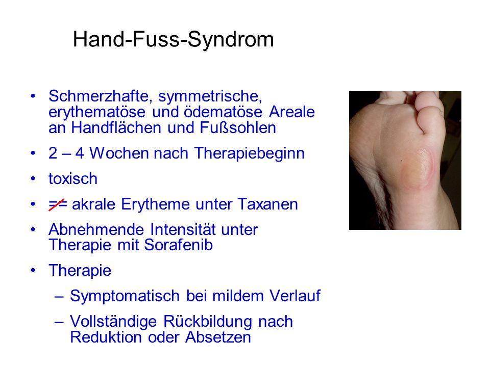Hand-Fuss-Syndrom Schmerzhafte, symmetrische, erythematöse und ödematöse Areale an Handflächen und Fußsohlen.